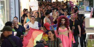 protesta besoton centro comercial mexico