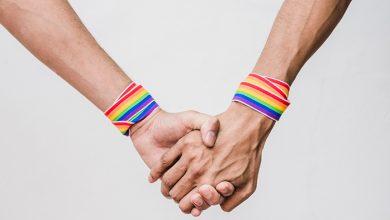 Photo of El 60% de las parejas LGTB+ evitan darse de la mano en público