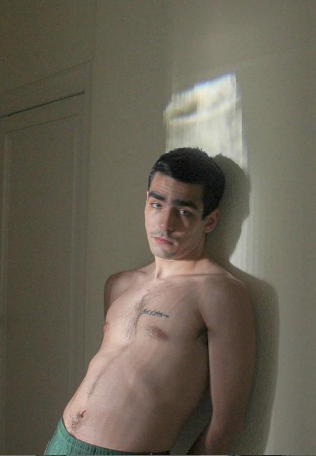 Omar Ayuso desnudo