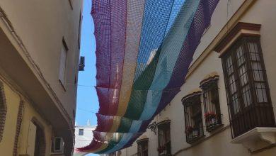 Photo of Un toldo de croché con la bandera LGTB+ en Aguilar de la Frontera se vuelve viral