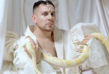 """Photo of """"Transhumanismo"""": Redención y pecado en el nuevo videoclip de Alan Neil"""