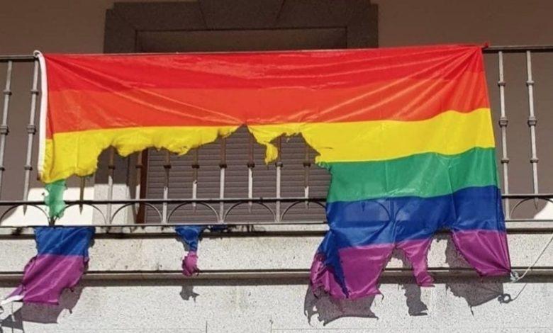 quema bandera LGTB+