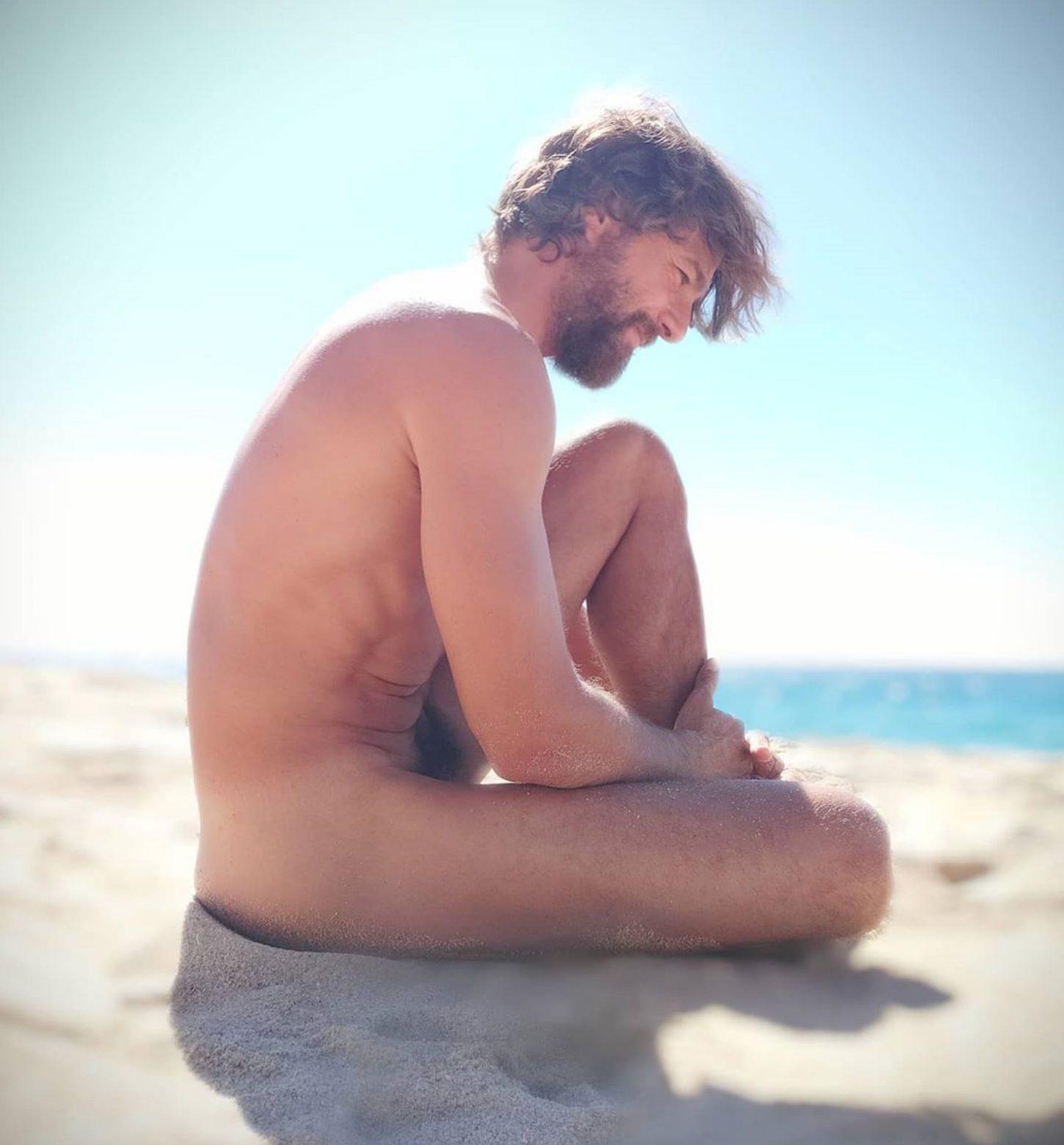 Félix Gómez desnudo