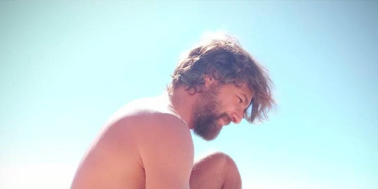 Photo of El desnudo integral de Félix Gómez para alegrarnos el verano