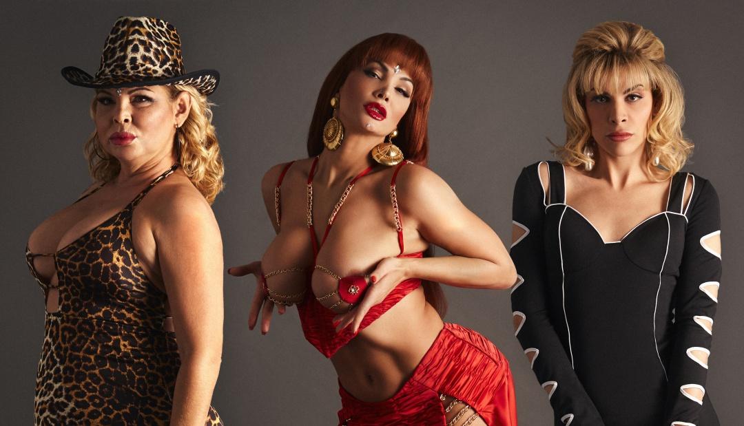 De izquierda a derecha: Isabel Torres, Daniela Santiago y Carmen Jedet caracterizadas como Cristina Ortiz 'La Veneno'