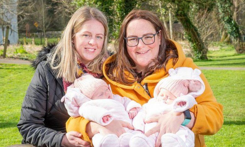 La primera pareja del mismo sexo en convertirse legalmente padres en los certificados de sus hijos