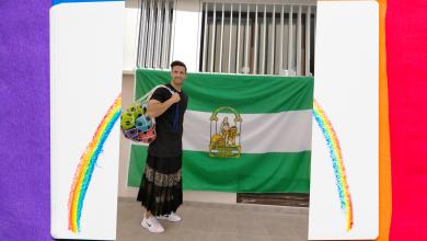 Pablo Santaella, profesor de un instituto, acude a impartir clases en falda para luchar por la igualdad