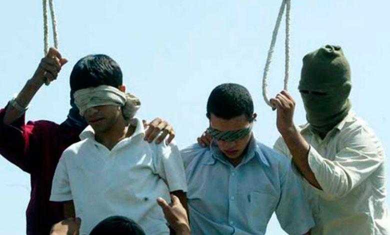 Se hace viral una 'fake new' sobre la ejecución pública de dos chicos gays en Irán