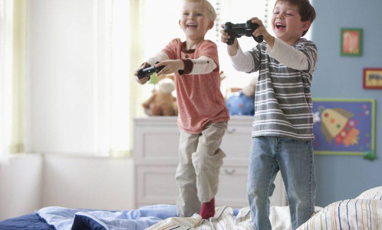 Madre no permite a su hijo jugar con amigo
