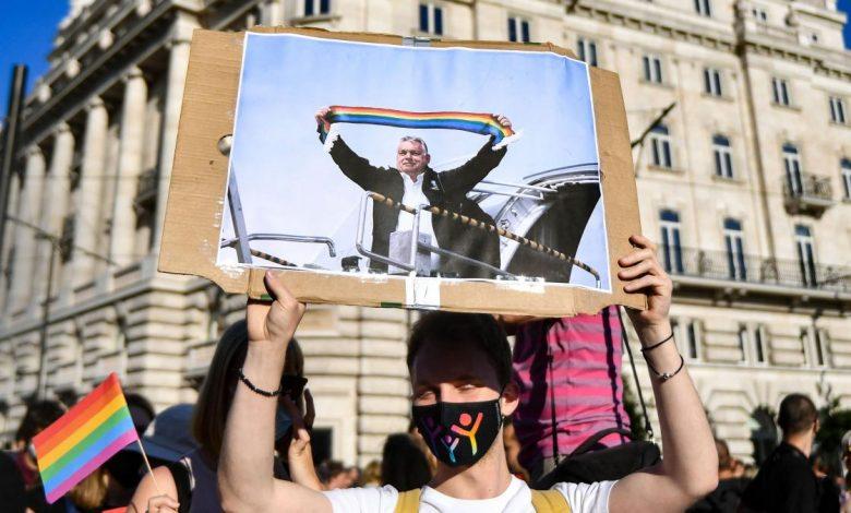 La UE inicia acciones contra Hungría y Polonia por violar derechos LGTB